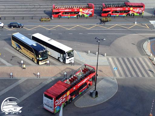 Hop On - Hop Of Busse am Kreuzfahrtanleger Frihamnen in Stockholm