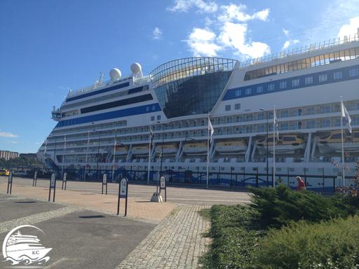 AIDAmar am Kreuzfahrtanleger Frihamnen in Stockholm