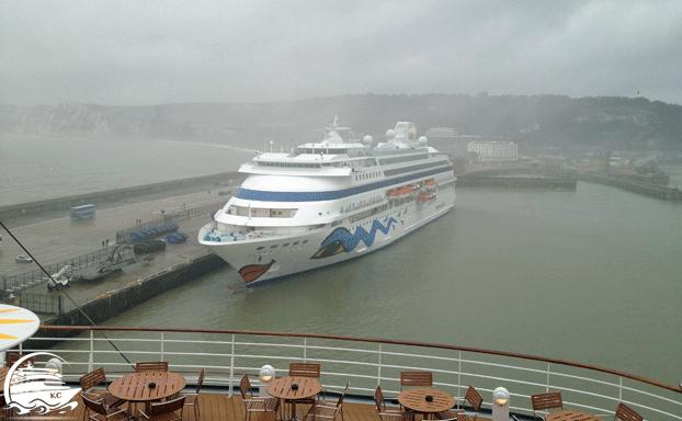 Dover Hafen - AIDAcara am Kreuzfahrtterminal in Dover