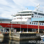 Hurtigruten Schiff Nordnorge im Hafen.
