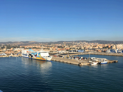 Blick vom Schiff auf Civitavecchia