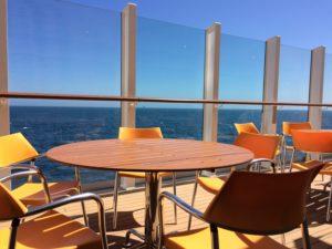 Tisch mit Meerblick