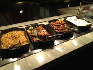 Buffet asiatisch mit Nudeln, Reis, etc.
