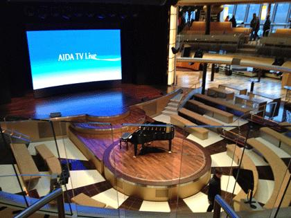 AIDA Schiffsbesuch - Blick ins Theatrium