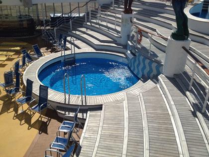 AIDA Schiffsbesichtigung - Pool auf dem Pooldeck