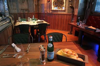 Tische mit Deko im Restaurant
