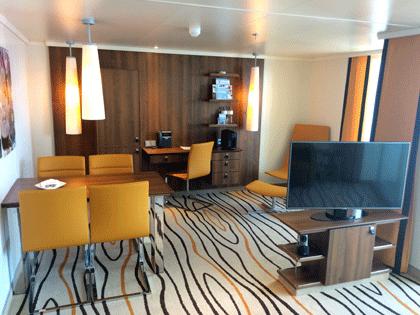 Blick in eine Suite auf AIDAperla