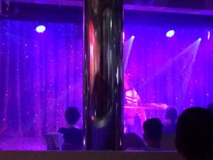 AIDAprima - Nachtclub Nightfly - Pfeiler im Blickfeld