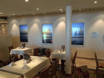Bildschirme im Weite Welt Restaurant auf AIDAprima