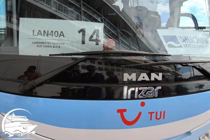 """Reisebus mit Schild Ausflug """"LAN40A"""" / Bus 14"""