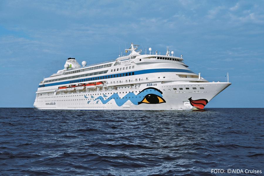 AIDAcara (mit der Bemalung von Felix Büttner) auf See