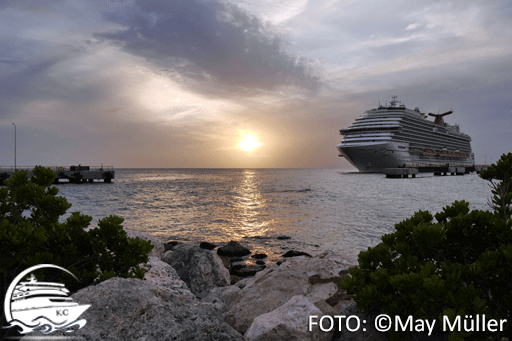 Kreuzfahrtschiff & Sonnenuntergang