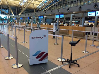 Schalter von Eurowings am Hamburger Flughafen