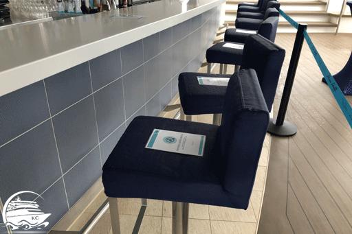 Damit die Sicherheitsabstände eingehalten werden, wurde die Plätze direkt an den Bars gesperrt.