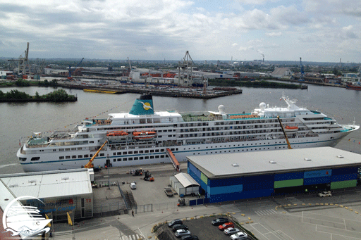 Kreuzfahrtschiff AMADEA am Hamburg Cruise Center Hafencity