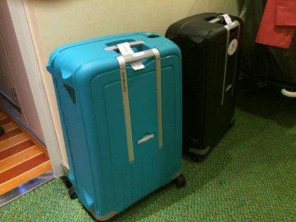 Koffer vor der Kabinentür