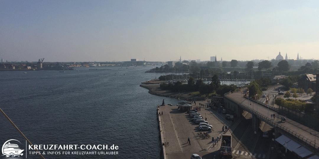 Blick vom Kreuzfahrtanleger Richtung kleine Meerjungfrau in Kopenhagen