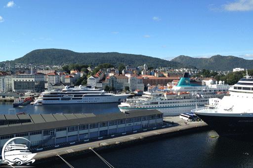Schiffe am Kreuzfahrtterminal in Bergen