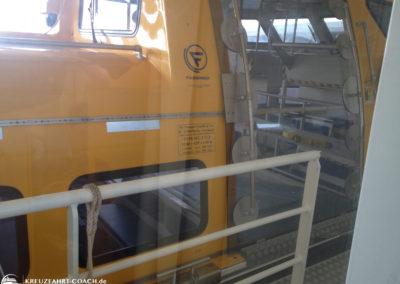 Blick aus dem Fenster auf das Rettungsboot