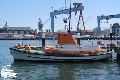 """Bilck auf das Museumsschiff """"Hindenburg"""" an der Museumsbrücke Kiel"""
