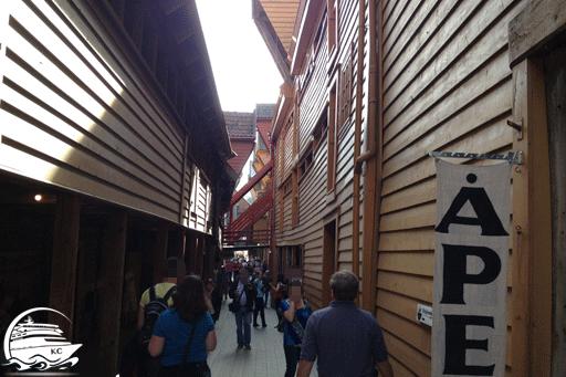 Blick in die Gassen der Holzhäuser in Bergen, Norwegen.