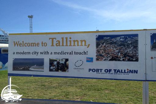 Willkommensschild im Hafen von Tallinn