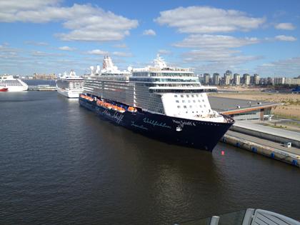Mein Schiff 4 im Hafen von St. Petersburg